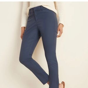 NWOT Old Navy Mid-Rise Pixie Ankle Chinos